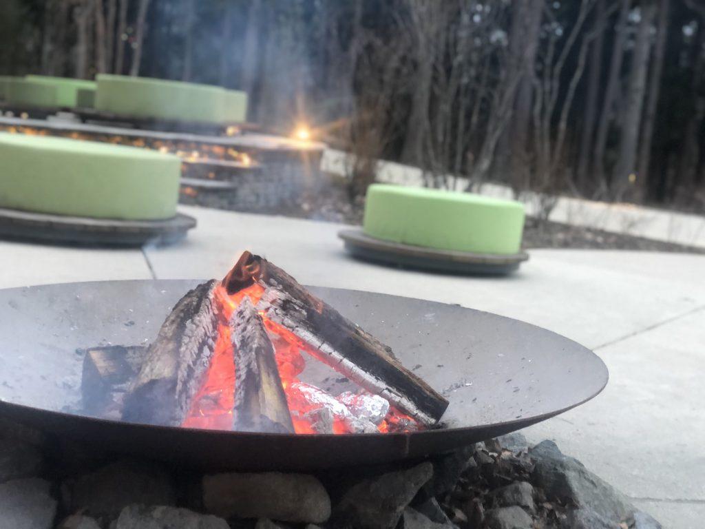 リゾナーレ那須のPOKOPOKOの焚き火で焼き芋