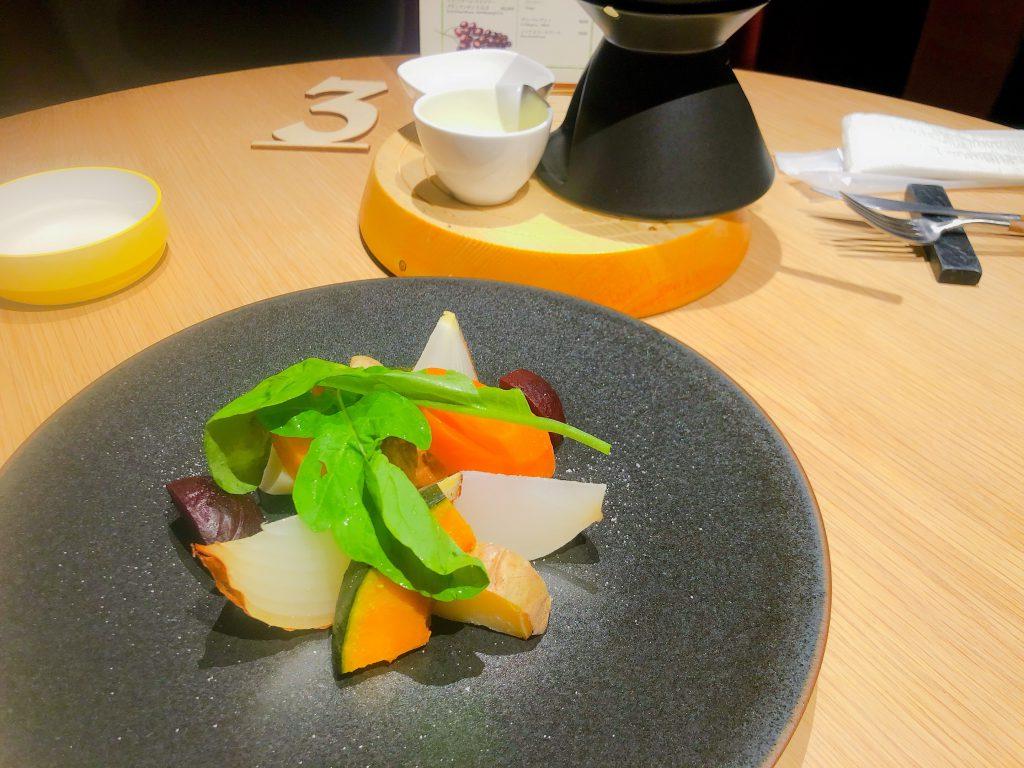 「シャキシャキ」の新鮮野菜のシーズフォンデュ