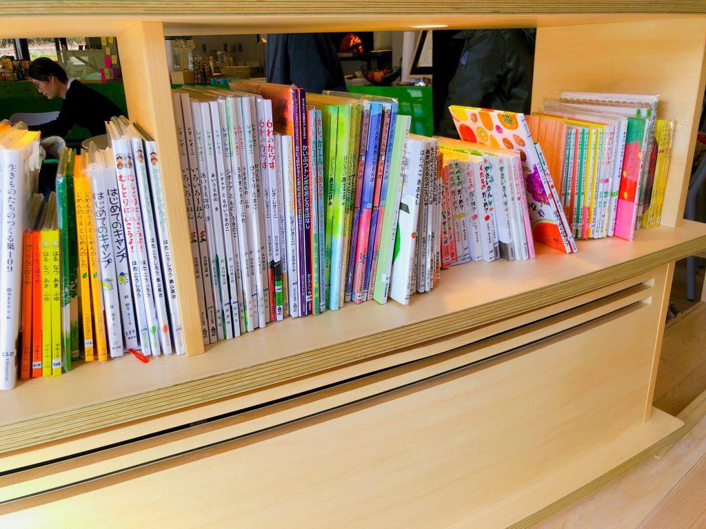 リゾナーレ那須のPOKOPOKOの本棚